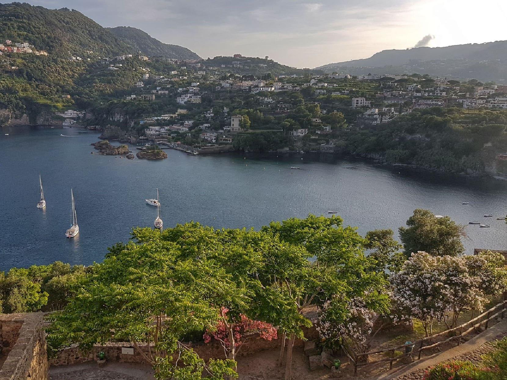 Ischia, uma ilha paradisíaca no Golfo de Nápoles