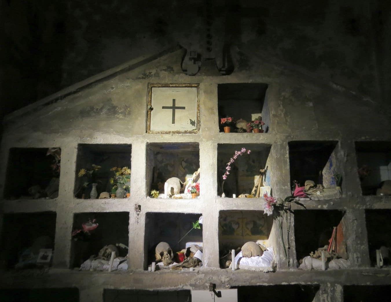 A peculiar igreja do Purgatorio ad Arco de Nápoles