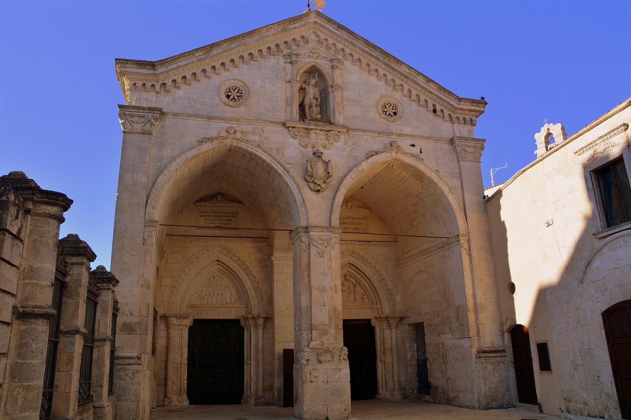 Monte Sant'Angelo e o Santuário de São Miguel Arcanjo