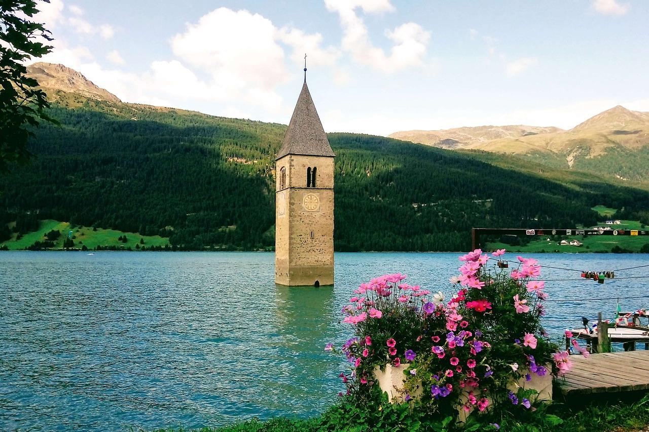 Lago de Resia, Curon Venosta: A história da torre submersa