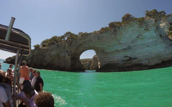 Passeio de barco na Puglia: à descoberta das grutas do Gargano